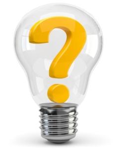 Gelbes Fragezeichen in einer Glühbirne